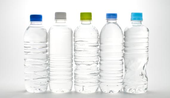 500mlペットボトルと同じくらいのサイズは持ち運びに便利